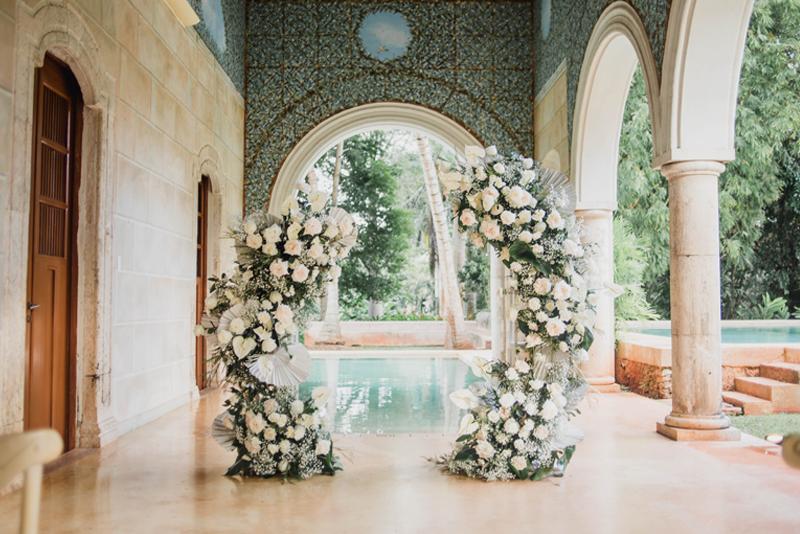 Altar junto a la piscina