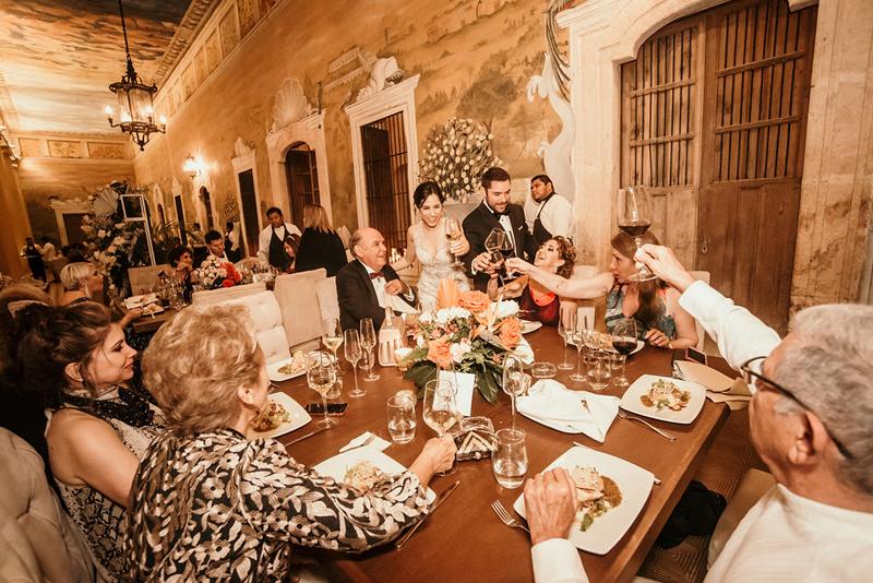 Brindis con los invitados