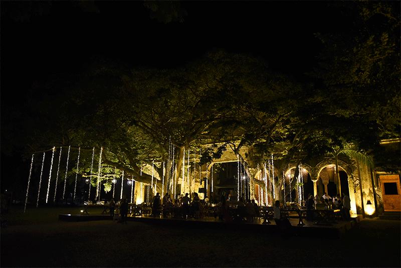 Iluminación romántica en hacienda