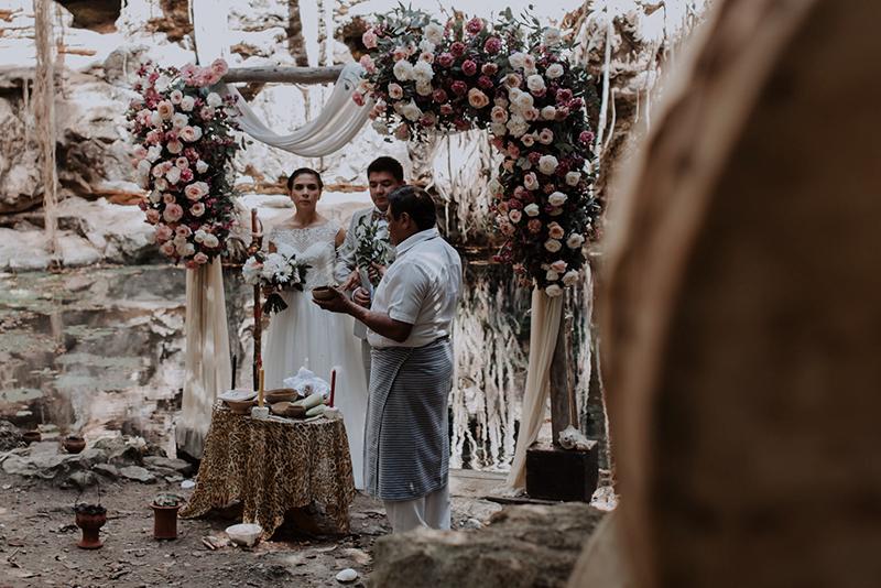 Ceremonia maya en cenote