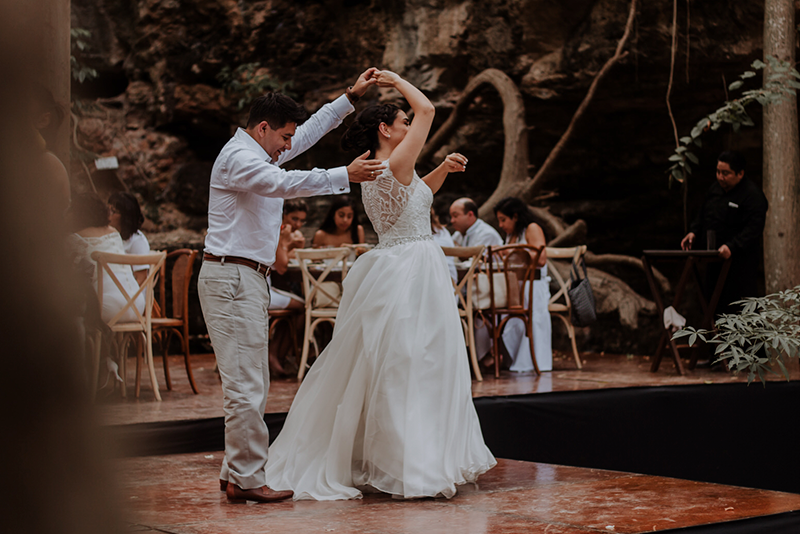 Baile de los novios en cenote X'batun