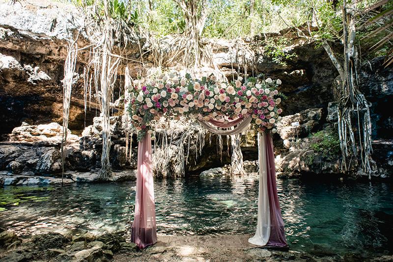 Destination wedding at cenote X'batun