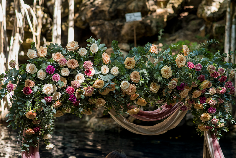 Arco de flores en Cenote