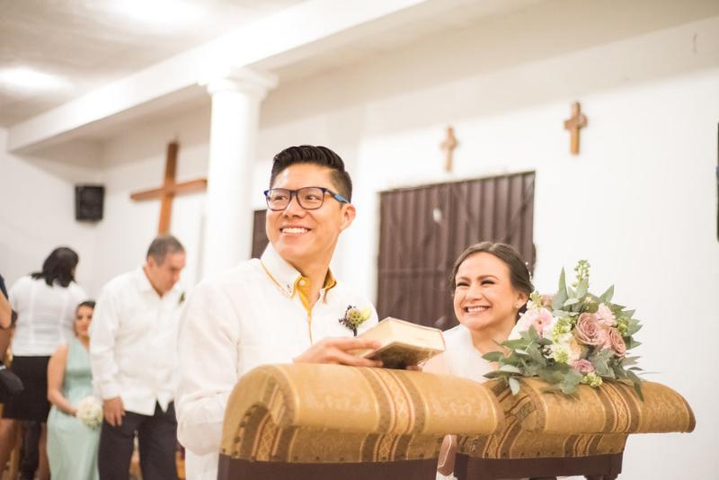 Bride and groom in Yucatán